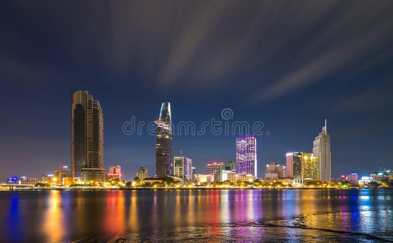 Noche - fin de semana - exposición larga - Ho Chi Minh City imagenes de archivo