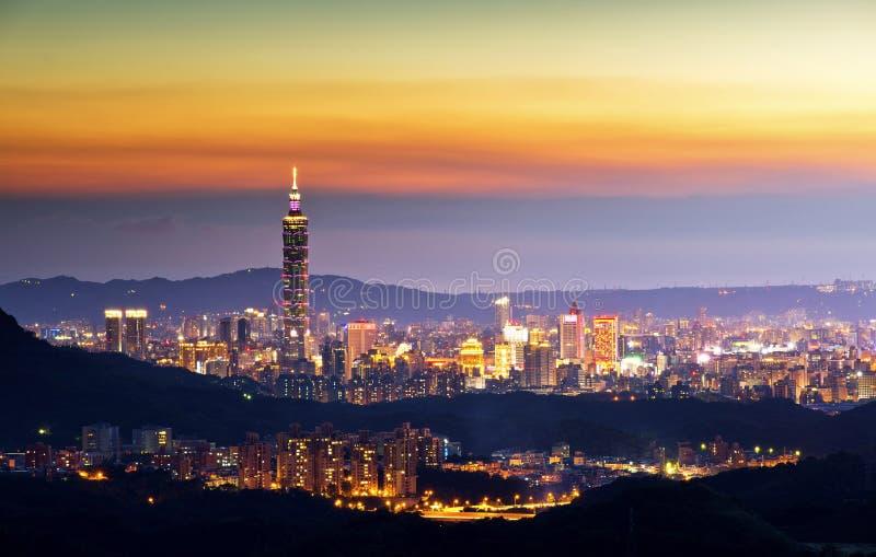 Noche hermosa de la ciudad de Taipei fotos de archivo