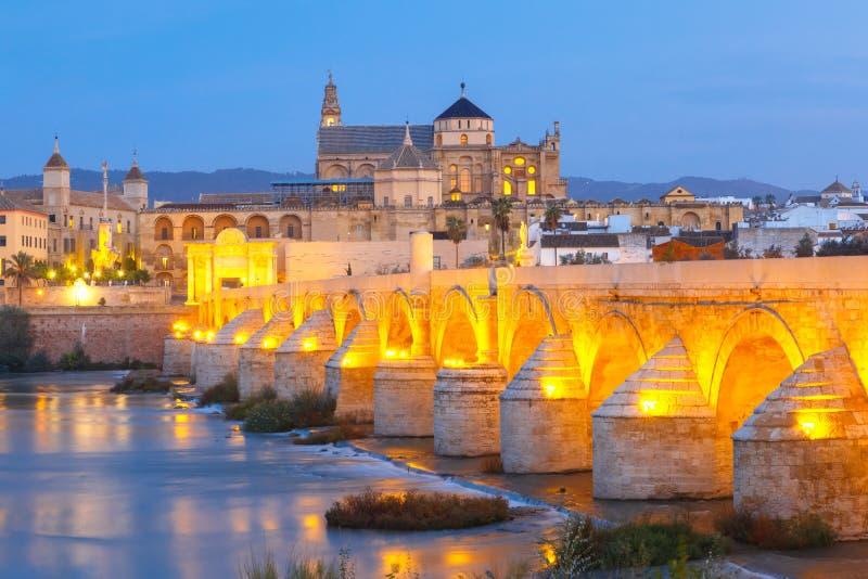 Noche mezquita y puente romano en c rdoba espa a imagen - Mezquita de cordoba de noche ...