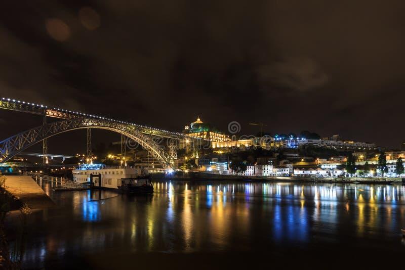 Download Noche panorámica de Oporto foto de archivo. Imagen de noche - 44852170