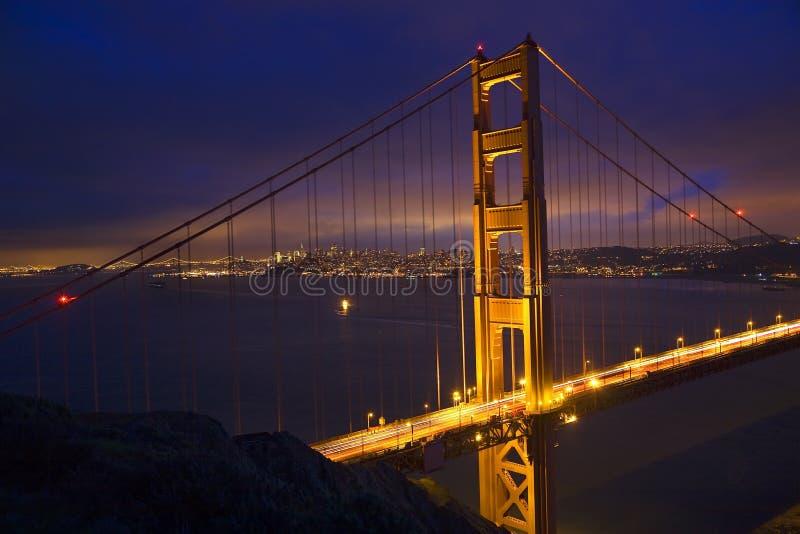 Noche San Francisco del puente de puerta de oro fotos de archivo