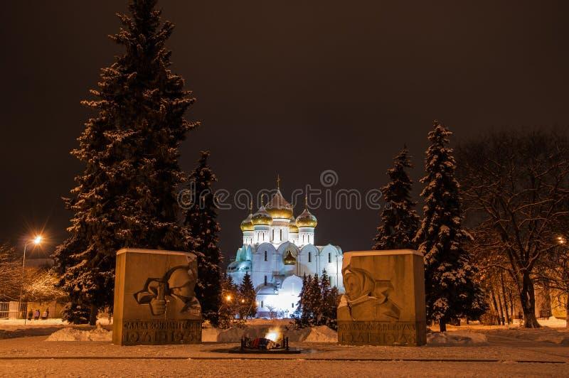 Noche Yaroslavl fotografía de archivo
