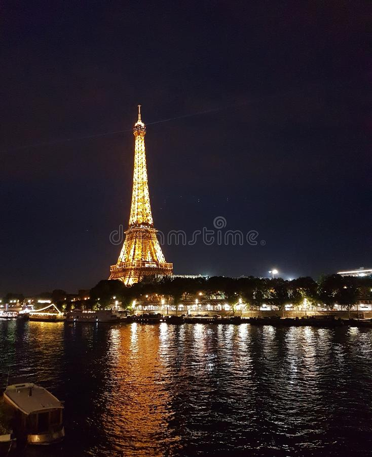 Noches en París foto de archivo