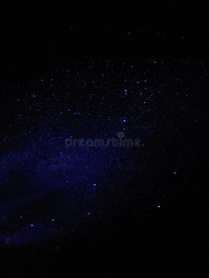 Noches estrelladas dentro imagen de archivo