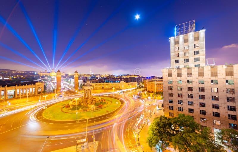 Nocna panorama Barcelony, widok na centralny plac Plaça d'Espanya, Hiszpania obraz royalty free