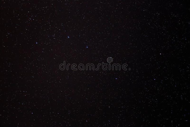 Nocne niebo gra główna rolę tło obraz stock