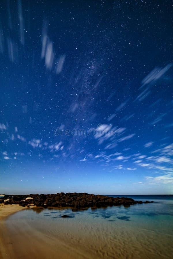 Nocne niebo przy Portową czarodziejką, Wielka ocean droga, Wiktoria, Australia obraz stock