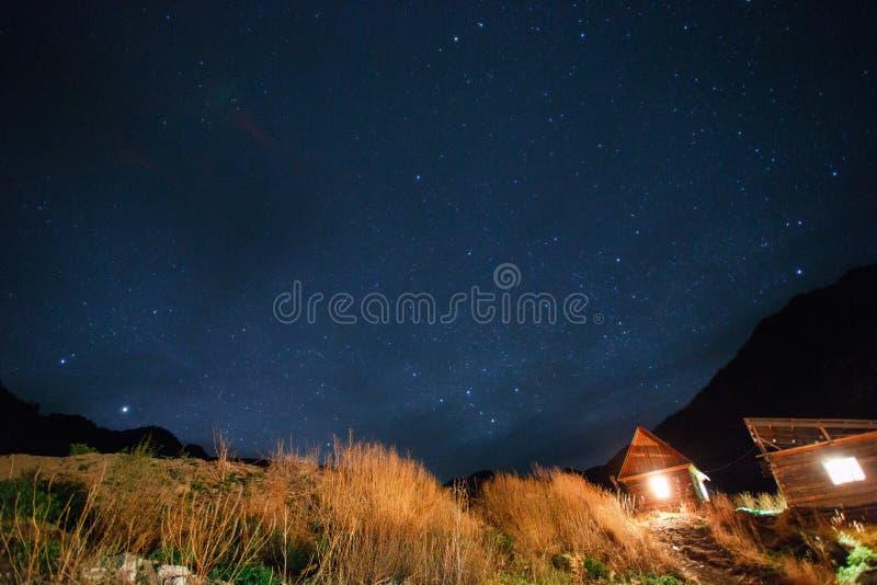 Nocne niebo w Altai zdjęcie stock