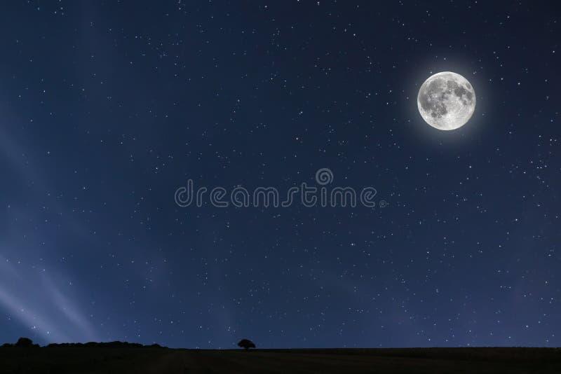Nocnego nieba tło z księżyc i gwiazdami Księżyc w pełni tło zdjęcie royalty free