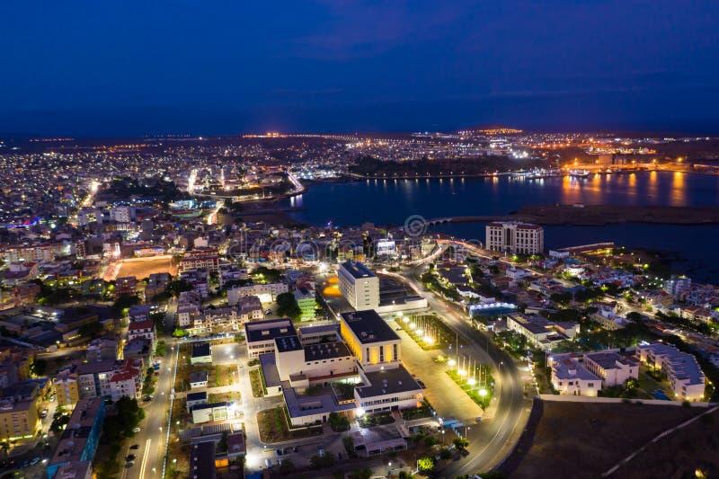 Nocny widok z powietrza na Praia City w Santiago na Wyspy Zielonego Przylądka Cabo Verde obraz stock