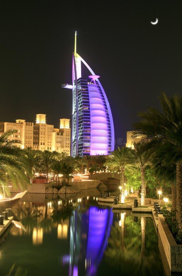 Nocturne dell'Arabo di Burj immagine stock
