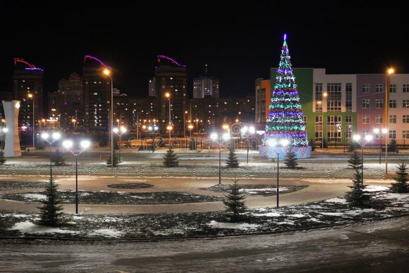 Nocy bożych narodzeń miasta krajobraz zdjęcia royalty free