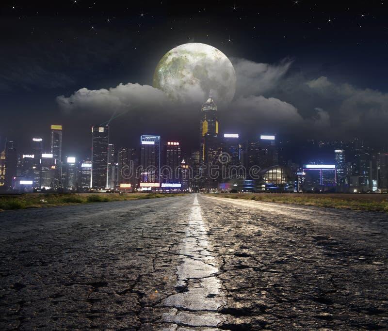 Nocy droga w mieście zdjęcia royalty free