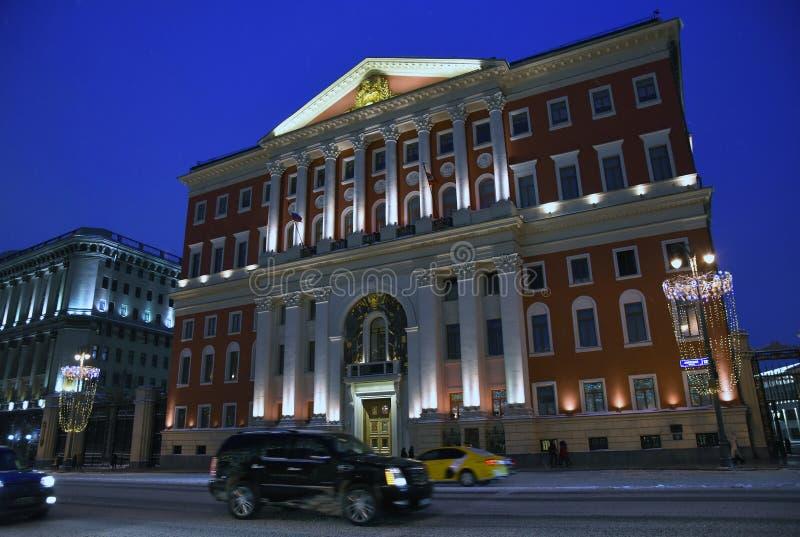 Nocy fotografia Moskwa miasta administraci budynek na Tverskaya ulicie w Moskwa obraz stock
