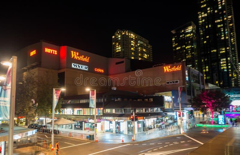 Nocy fotografia Westfield jest wielkim salowym centrum handlowym w przedmie?ciu Chatswood w niskim P??nocnym brzeg Sydney obraz royalty free