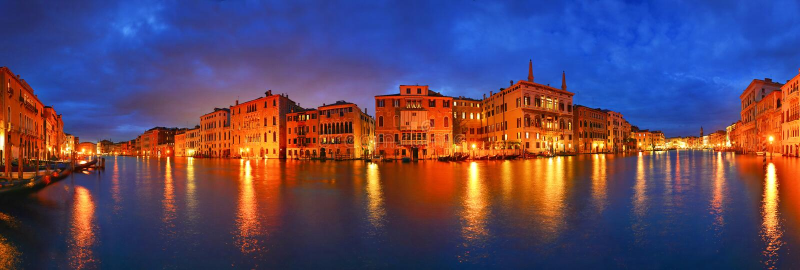 Nocy Grand Canal panorama, Wenecja, Włochy zdjęcie royalty free