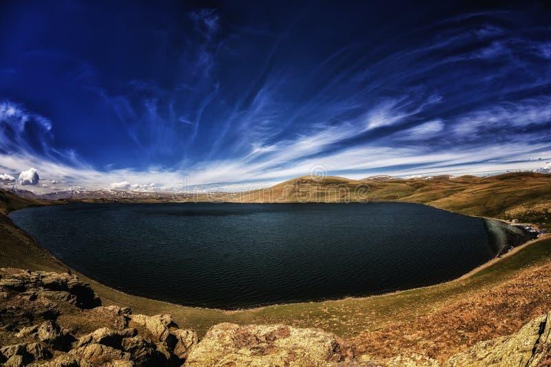 Nocy gwiazdy ślad Panaroma w jeziorze zdjęcia stock