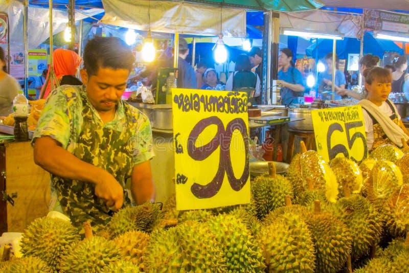 Nocy jedzenia rynek w Tajlandia, tradycyjny azjata rynku bubla durian zdjęcia stock