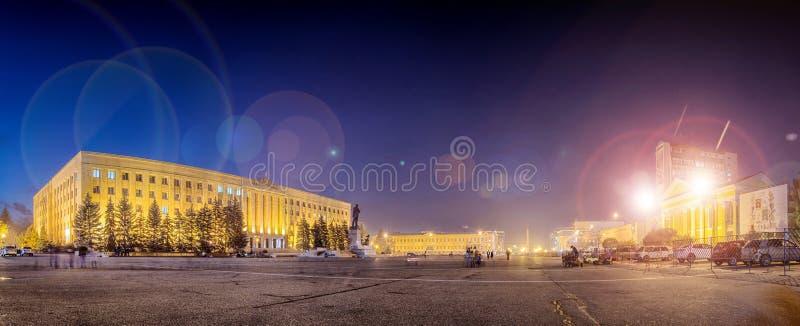 Nocy Lenin kwadrat w Stavropol, Rosja obrazy stock