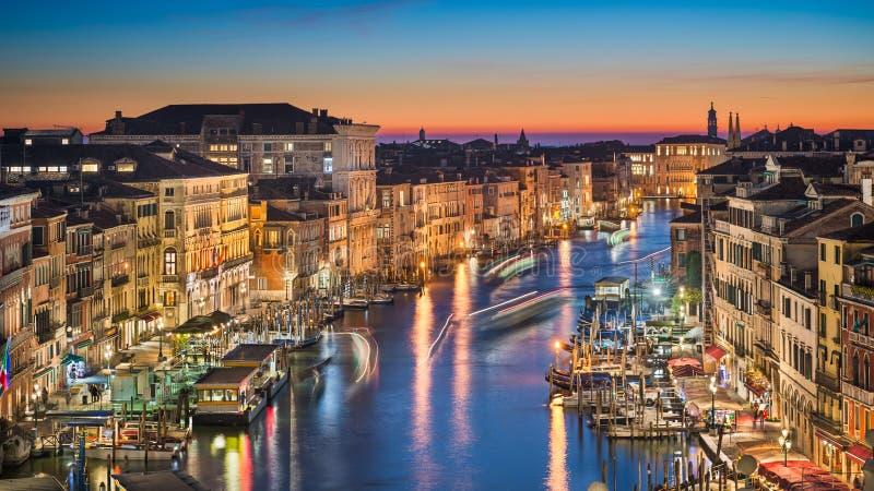 Nocy linia horyzontu Wenecja, Włochy zdjęcie stock