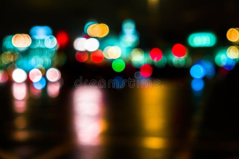 Nocy miasta ruch drogowy w gigantycznej metropolii Miasta bokeh lekki tło Defocused nocy światła ruchu zdjęcie royalty free