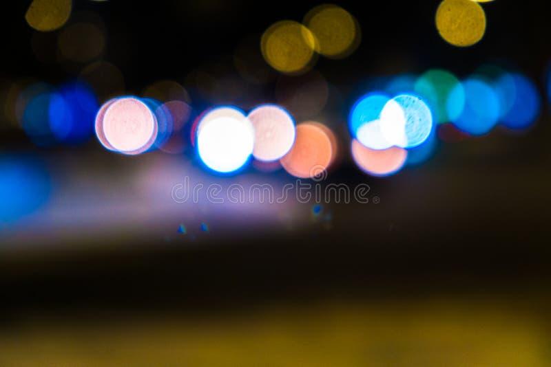 Nocy miasta ruch drogowy w gigantycznej metropolii Miasta bokeh lekki t?o Defocused nocy ?wiat?a ruchu zdjęcie stock