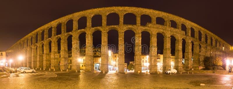 Nocy panorama Romański akwedukt zdjęcie royalty free