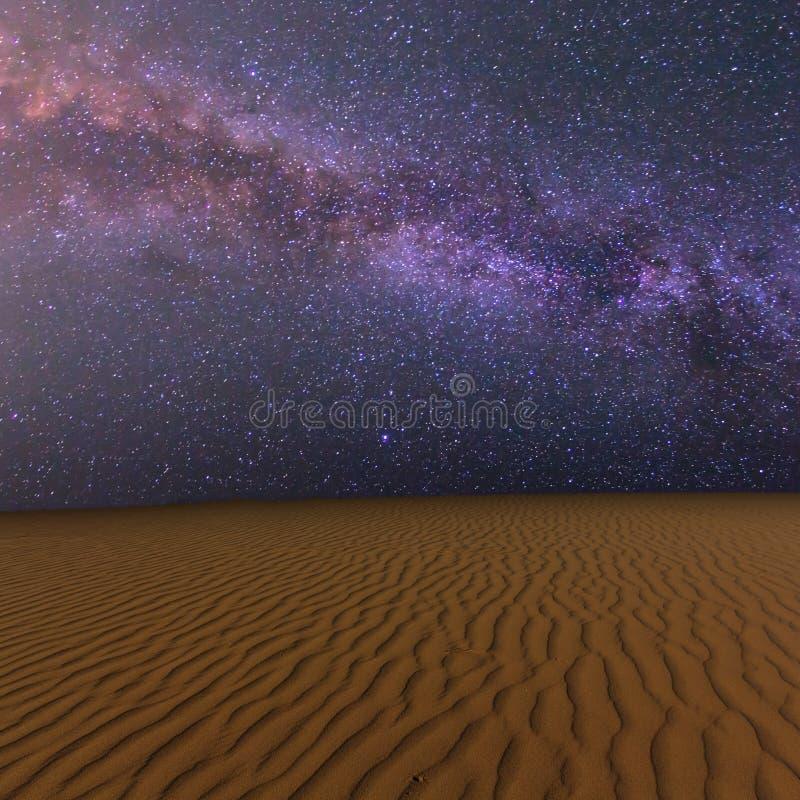Nocy piaskowata pustynia fotografia royalty free
