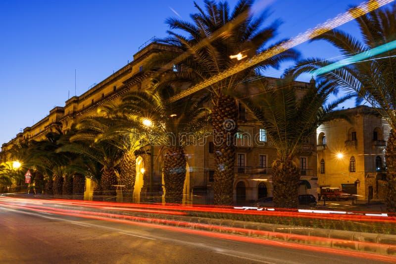 Nocy podróży fotografia na ulicach Valletta, Malta obrazy royalty free