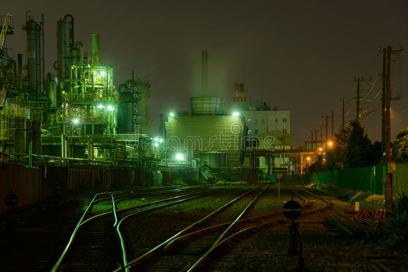 Nocy scena fabryki fotografia stock