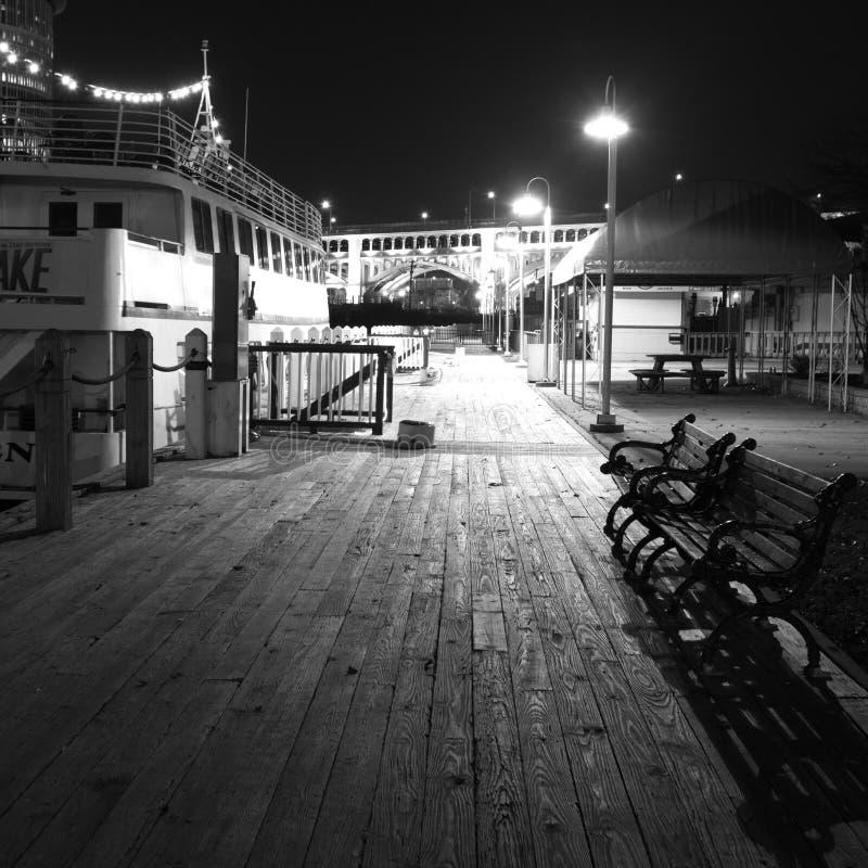 Nocy scena na Zachodnich mieszkaniach zdjęcie stock