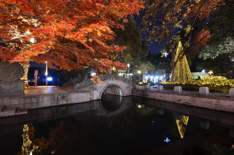 Nocy scena Xihu Tiandi w Hangzhou, Chiny zdjęcie stock