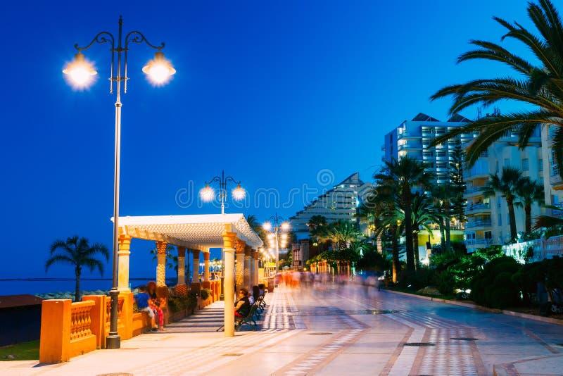 Nocy scenerii widok bulwar, Seacoast, plaża W Benalmadena fotografia stock