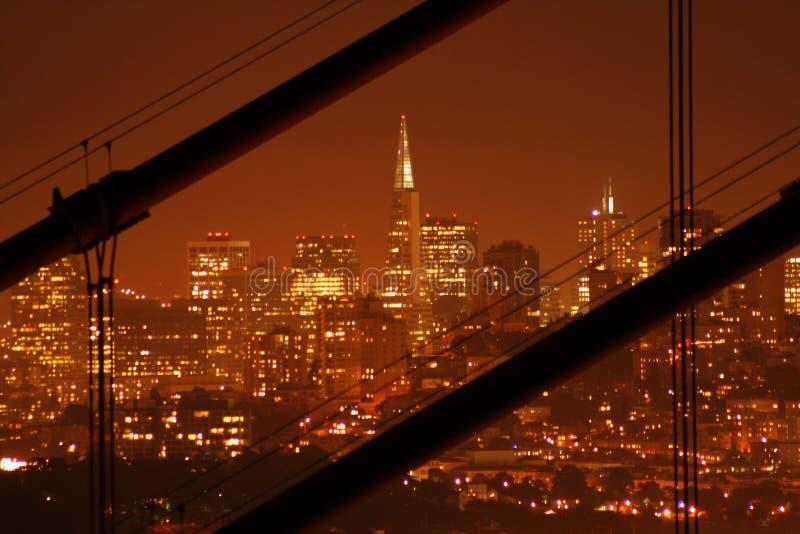nocy transamerica budynku. zdjęcia stock