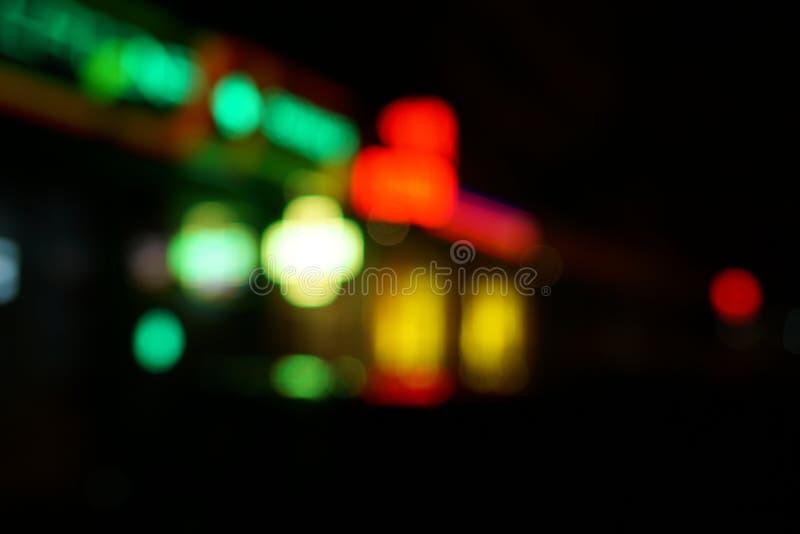 Nocy uliczny kolorowy lekki bokeh obrazy stock