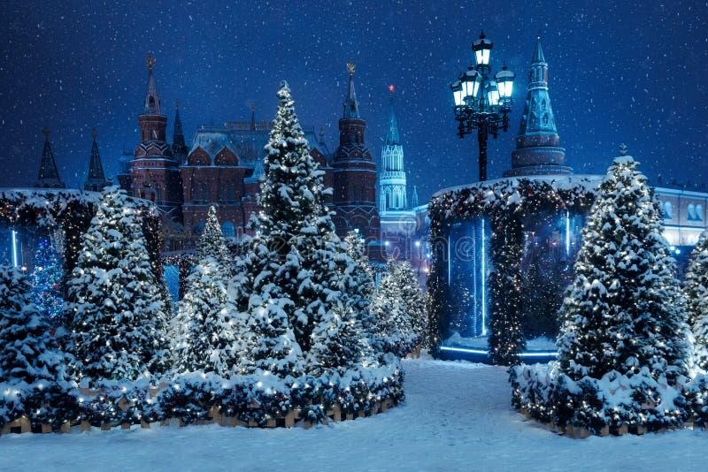 Nocy zima Moskwa w śniegu Manege kwadrat dekorujący dla zdjęcie royalty free