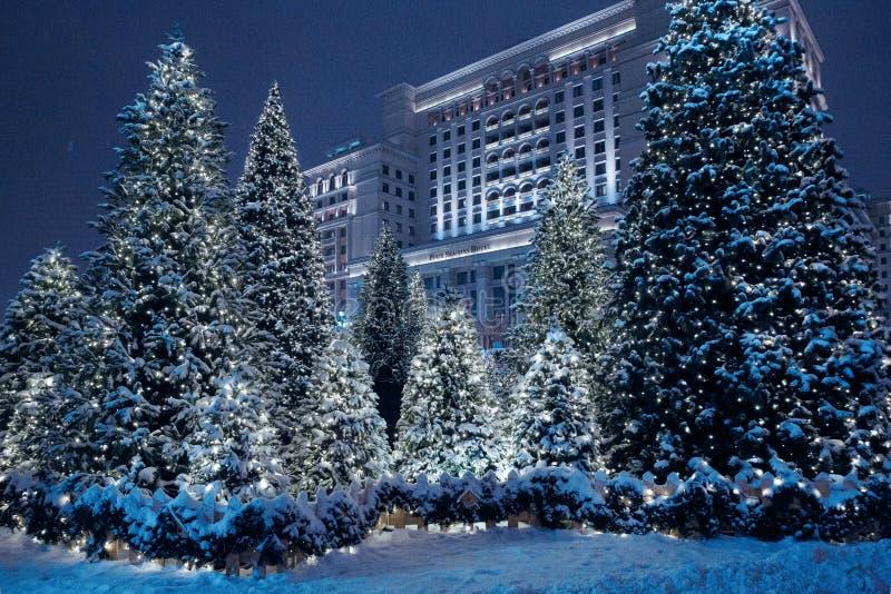 Nocy zima Moskwa w śniegu Manege kwadrat dekorujący dla zdjęcie stock