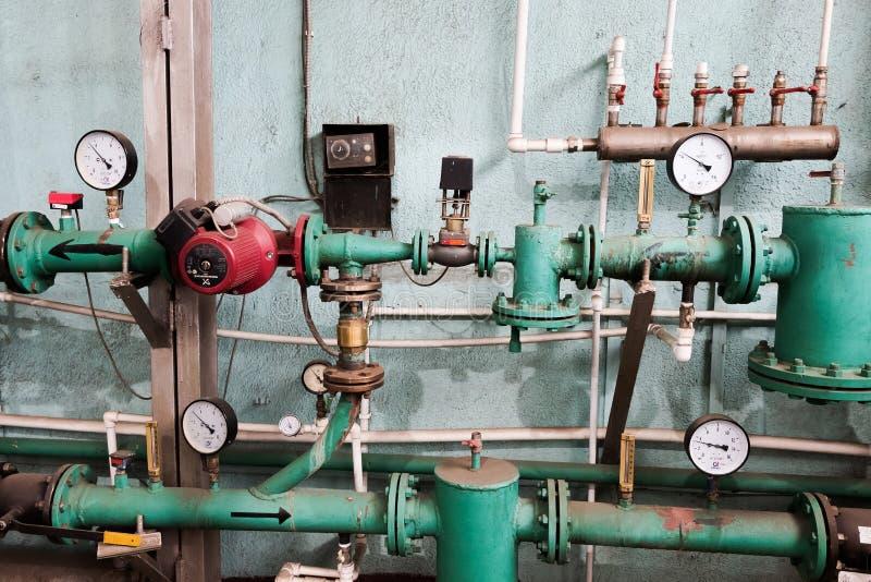 Nodo termal Tubos y válvulas Fábrica del gas líquido fotografía de archivo libre de regalías
