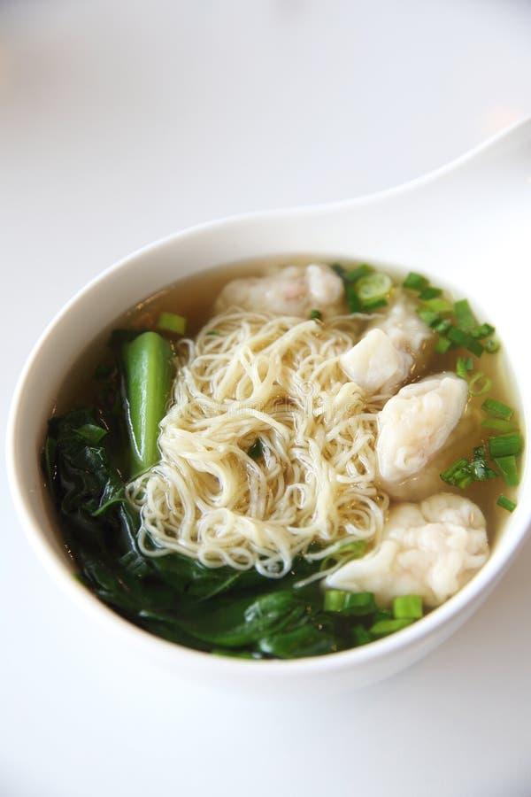 Noedels en garnalenbollen Chinees voedsel stock fotografie