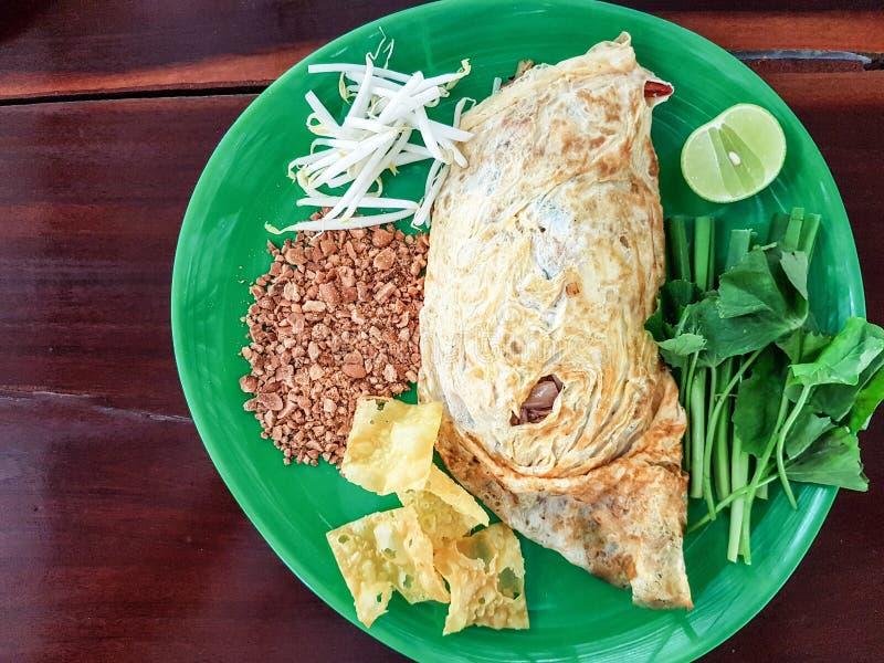 Noedels van de stootkussen de Thaise, be*wegen-gebraden rijst met garnalen Één van het nationale hoofdgerecht van Thailand ` s po stock foto