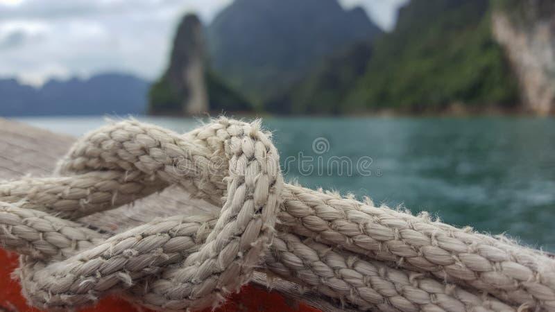Noeud sur le bateau au parc national Thaïlande de sok de khao photo libre de droits