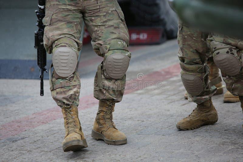 Nogi żołnierze w kamuflażu zdjęcie royalty free