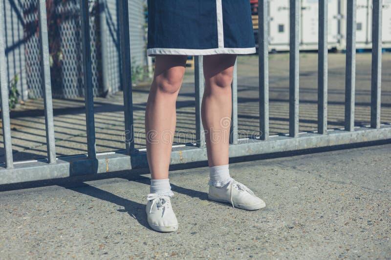 Nogi młoda kobieta bramami obraz royalty free