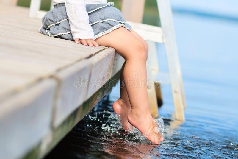 Nogi w wodzie obraz stock