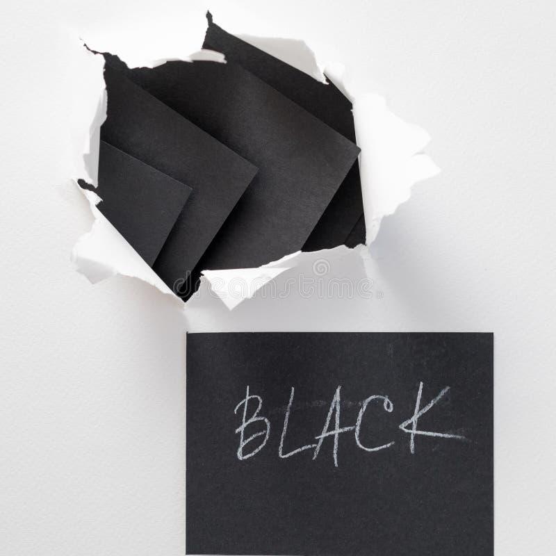 Noir blanc déchiré de papier déchiré de mot écrit de feuille images libres de droits