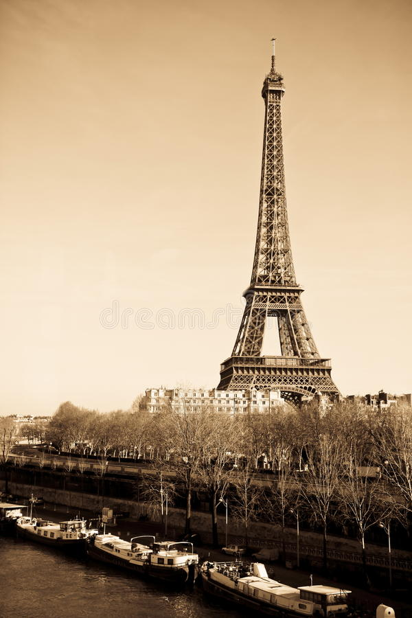 Noir d'horizon de Paris photo stock