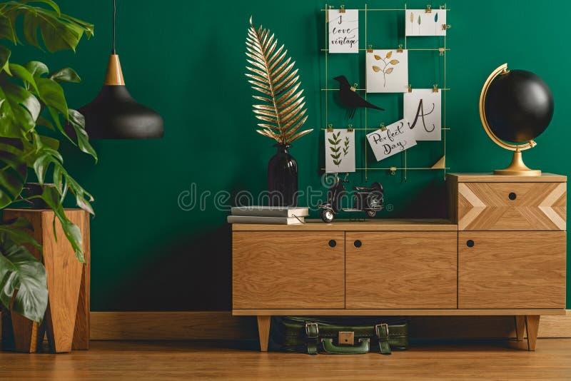 Noir de concepteur et décorations d'or images stock