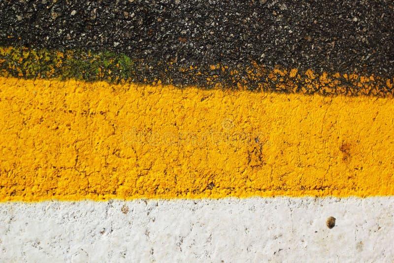 Noir de route de texture, blanc, jaune. images libres de droits