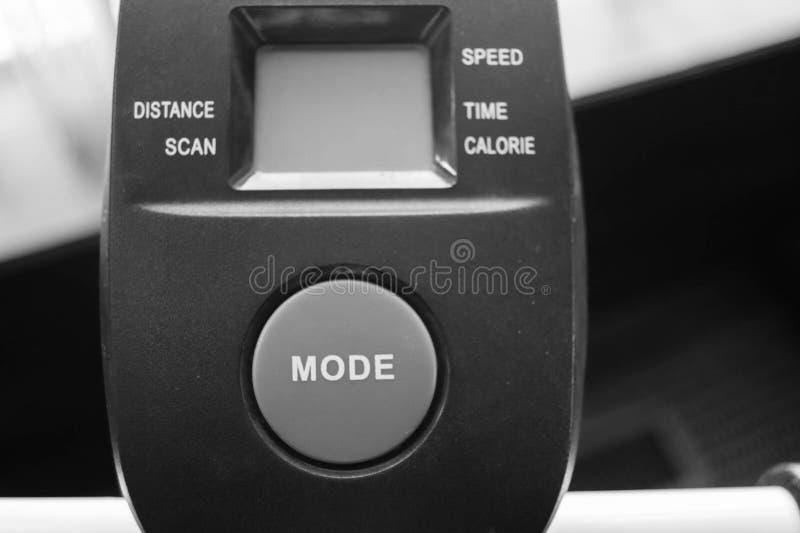 Noir et blanc du grand bouton de mode sur l'équipement d'exercice images libres de droits