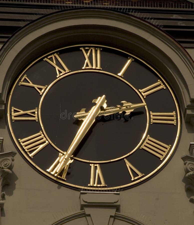 Noir et horloge d'or (3646) images libres de droits